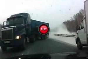 VIDEO: Cam asa e cand iti trece glontul pe la ureche