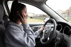 Interzicerea folosirii telefoanelor mobile, de catre soferi, ar putea fi inutila!
