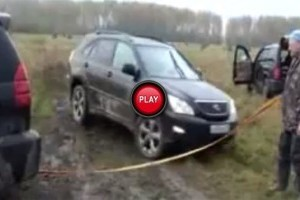 VIDEO: Sa nu pui un Lexus sa faca treaba unui 4x4!