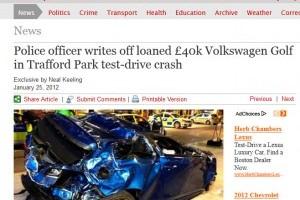 Un ofiter de politie distruge un VW Golf R