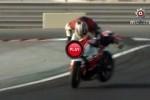 VIDEO: Chuck Norris aproba: Un motociclist scapa de un accident periculos