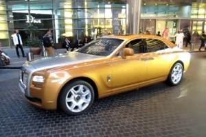 VIDEO: Un Rolls-Royce Ghost auriu in Dubai