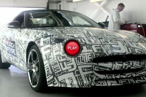 Jaguar F-Type Roadster in actiune