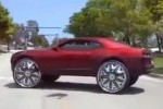 Chevrolet Camaro cu jante de 32 inch