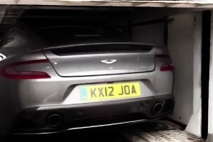 Aston Martin Vanquish surprins pe camera video