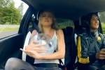 Un clip amuzant cu doua fete, un pestisor auriu si Renault Twingo RS