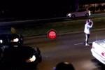 VIDEO: Iata ce se intampla in America atunci cand esti tras pe dreapta