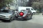 Doua fete, o Dacia Sandero si cea mai proasta parcare din istorie