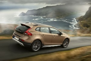 Primele imagini oficiale cu Volvo V40 Cross Country