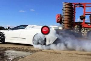 Bugatti EB110 SS la o repriza de burnout