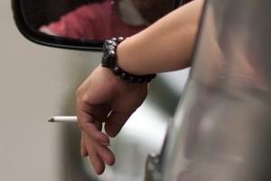 Fumatul in masina este periculos pentru pasageri