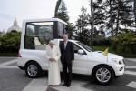 Cei de la Mercedes au produs un nou Papamobil