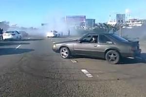 VIDEO: Drifterii inchid circulatia pe o autostrada