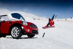 MINI extinde parteneriatul global cu Burton Snowboards