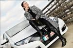 EXCLUSIV: Fetele de la Masini.ro - Milf Car/Youth Car (partea 1)