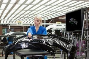 Teste de calitate prin gesturi virtuale în timpul producţiei la BMW