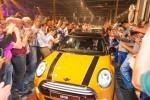 MINI a început producţia în Olanda în compania regelui Willem-Alexander