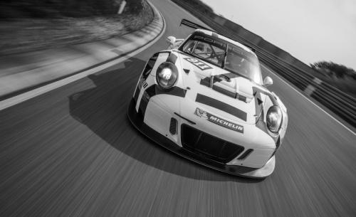 porsche-911-gt3-r-race-car-116-876x535