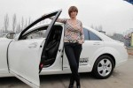 Vedete si masini: Sexy Impresara si Mercedesul Alb
