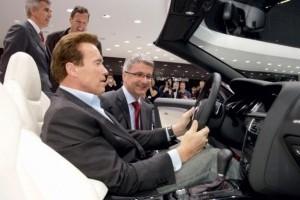 Arnold Schwarzenegger a vizitat Salonul Auto de la Geneva