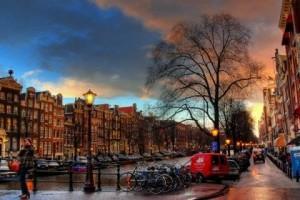 Amsterdam va fi primul oras doar cu vehicule electrice