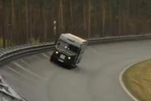 VIDEO: UPS transforma o furgoneta intr-o masina de curse