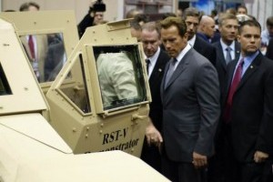Arnold Schwarzenegger isi mai ia un Hummer?