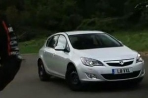 VIDEO: Opel Astra invinge VW Golf si Ford Focus