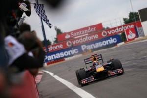 Mark Webber invinge la Nurburgring