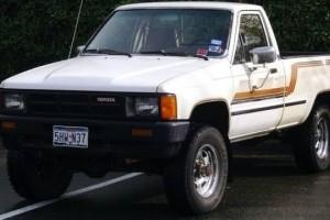 VIDEO: Stig conduce o Toyota Hilux, model 1984?
