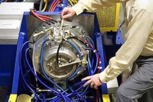 GM isi va produce singur motoarele pentru hibrizi
