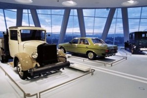FOTO: Muzeul Mercedes-Benz din Stuttgart