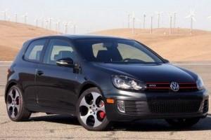 VW Golf GTI Masina Anului in Canada