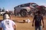 VIDEO: Salt cu masina peste un fan