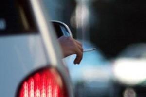 Britanicii vor sa interzica fumatul in masina